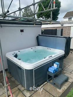 Brand New Luso Spas Luxury Hot Tub The 4000+ Spa Whirlpool 2 Seat 2 Loungers